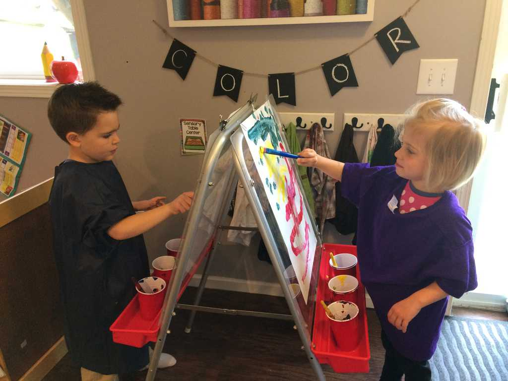easy-painting-activities-for-preschoolers-using-easel